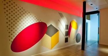 Синергия цвета и света в инсталляции Shape Up от Ambience Lighting