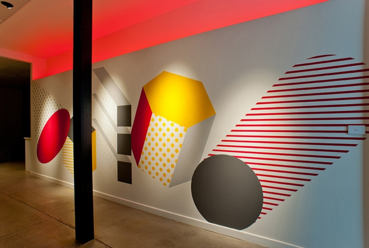 Инсталляция из красного неона Shape Up от Ambience Lighting
