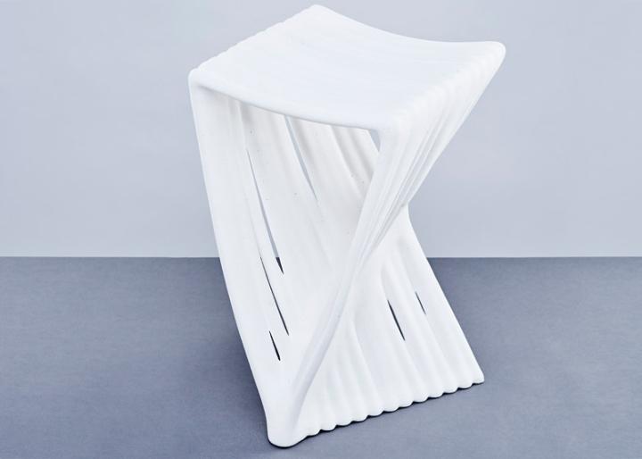 Геометрическая форма столика от Studio Ilio