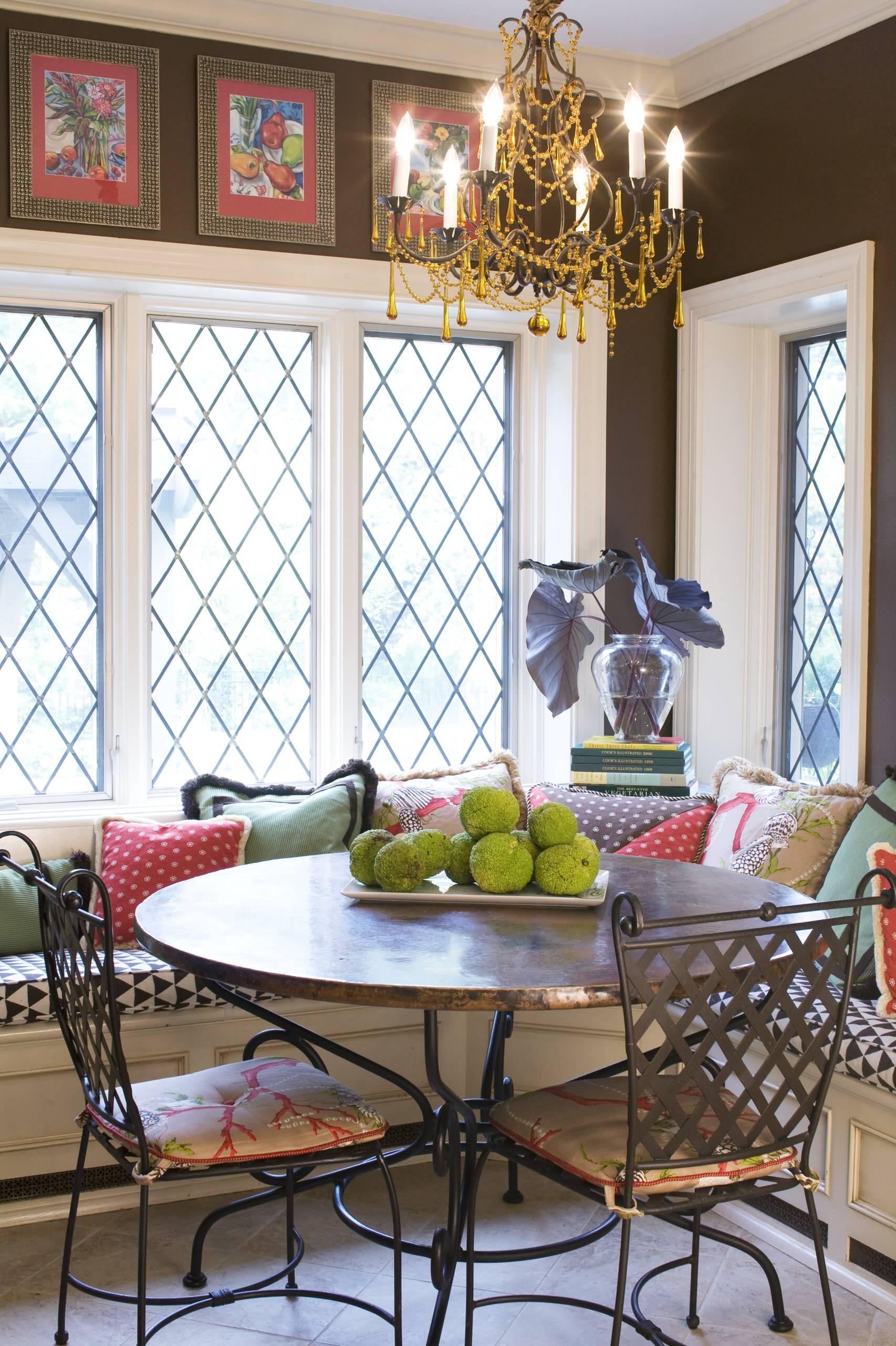 Решетка на окнах из освинцованного стекла