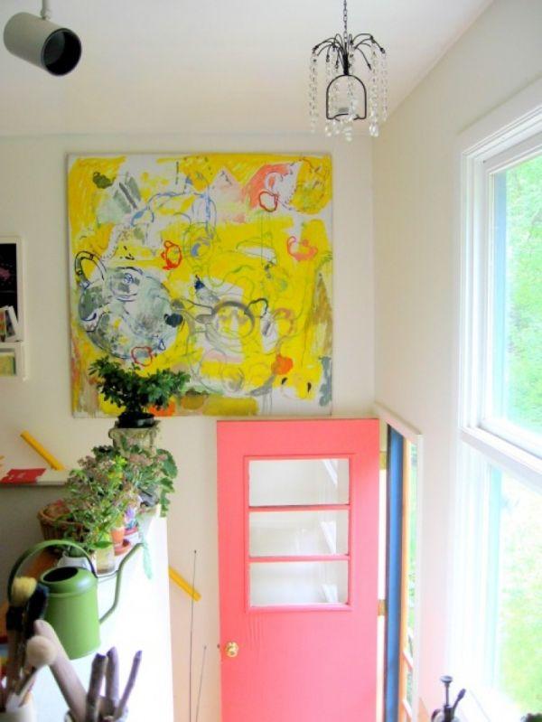 Абстрактная картина на стене