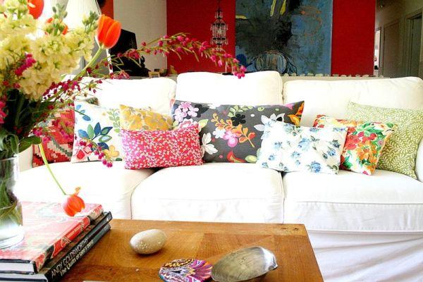 Чудесный цветочный принт на подушках