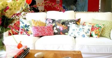 Цветочный принт на подушках