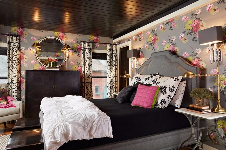 Красивый цветочный принт в интерьере спальни