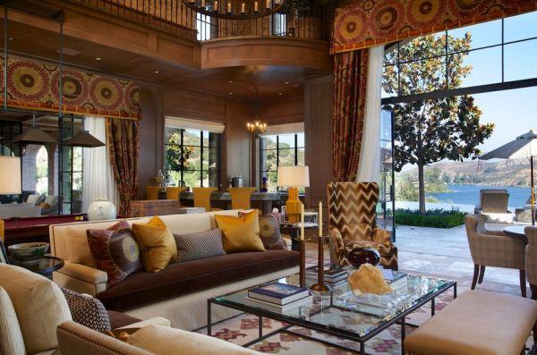 Контрастные цвета в интерьере гостиной