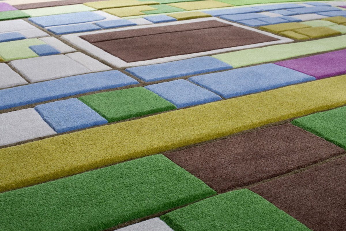 Разноцветный ковер