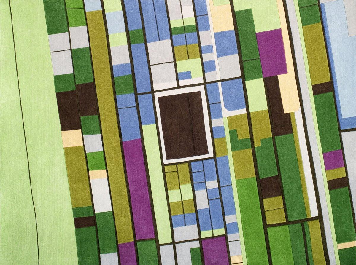 Узоры разного цвета на ковре