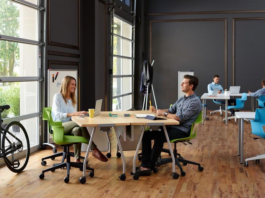 Зеленые офисные кресла