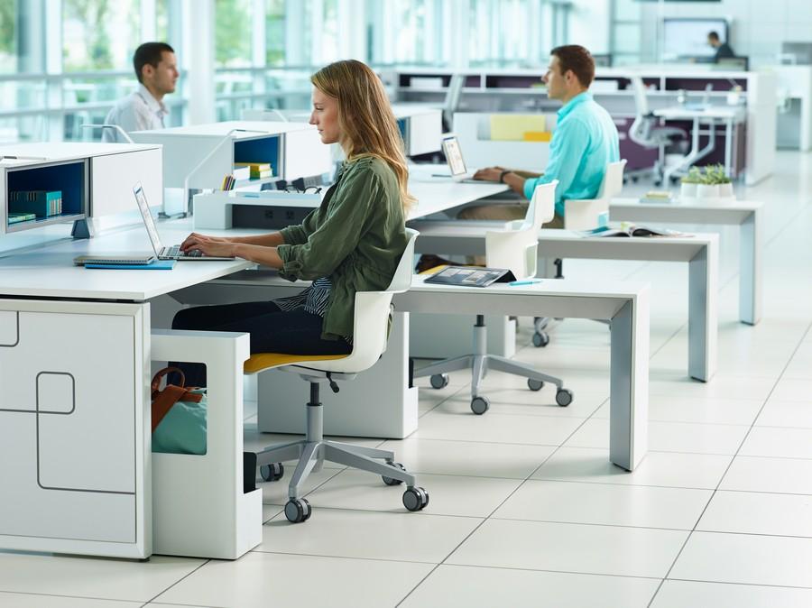 Офисные кресла с белой спинкой