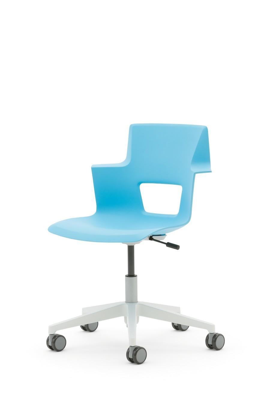 Низкая спинка офисного кресла