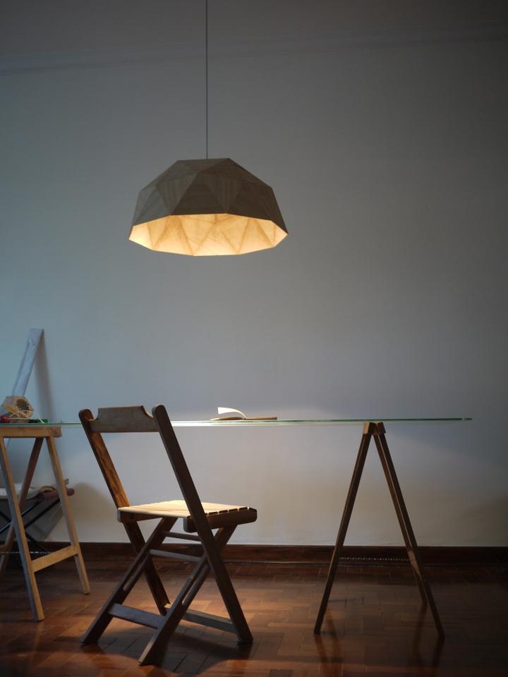Светильник GeoLamp от Mezzo Atelier над столом