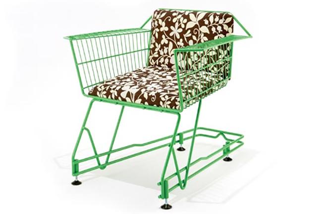 Зеленый стул в эко-стиле