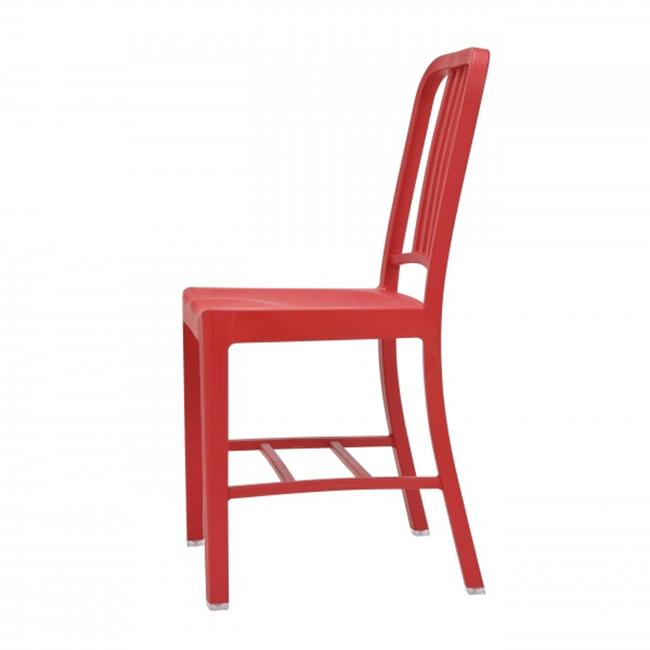 Красный стул в эко-стиле