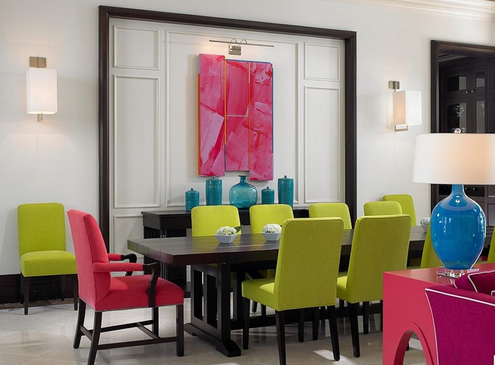 Оформление интерьера с зелеными и розовыми акцентами