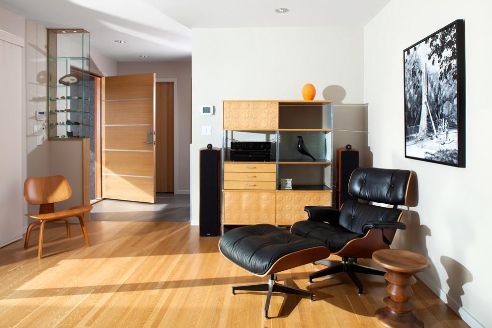 Eames Lounge Chair в интерьере гостиной