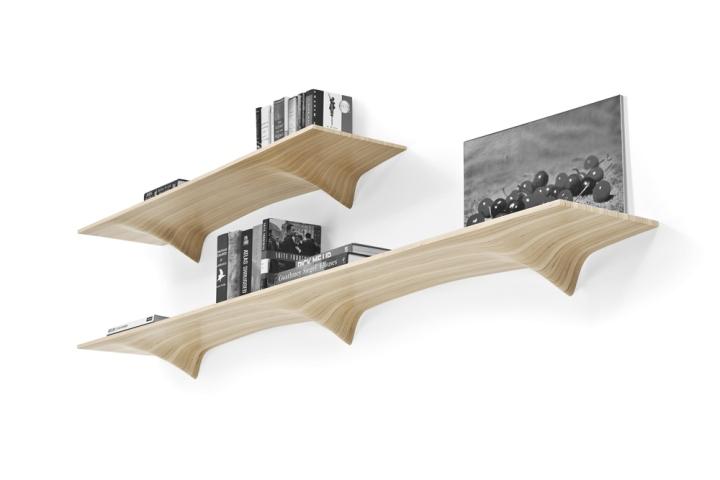 Дизайнерские полки из дерева на стене