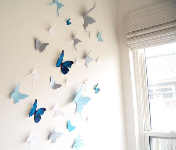 Простой декор из стайки ночных бабочек