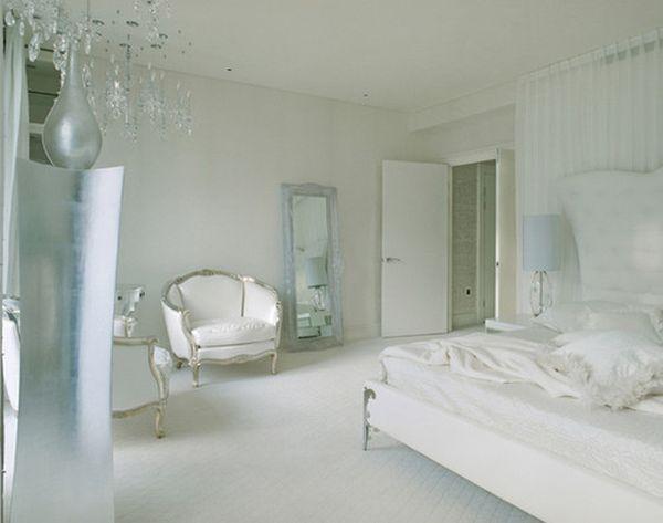 Спальня в белых цветах