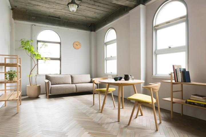 Ддеревянные стулья Yamanami от дизайнера Mikiya Kobayashi