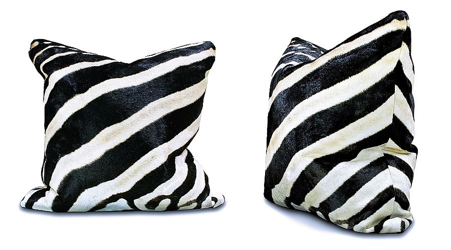 Подушки с орнаментом черного цвета