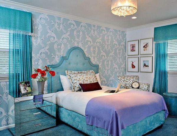 Шикарная зеркальная прикроватная тумба от Тony Calarco в интерьере спальной комнаты