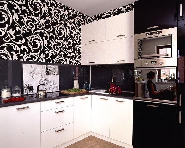 Черно-белые узоры на кухне