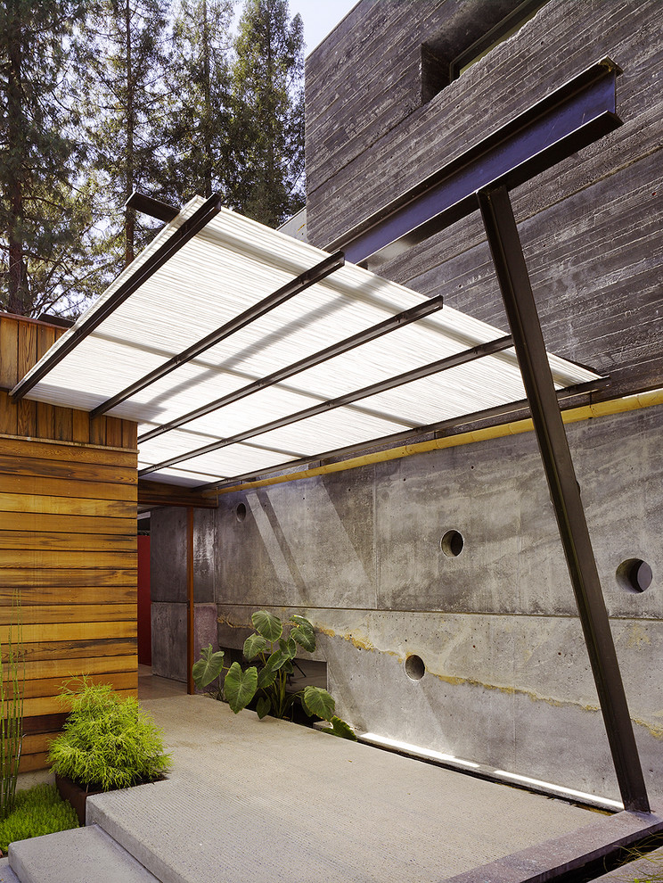 Сочетания бетона и дерева в оформлении фасада
