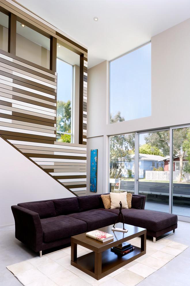 Гостиная с панорамными окнами в интерьере