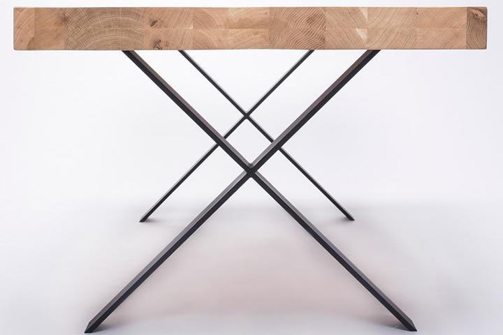 Деревянный стол с металлическими ножками от студии 5mm