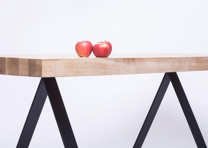 Яблоки на поверхности стола от студии 5mm