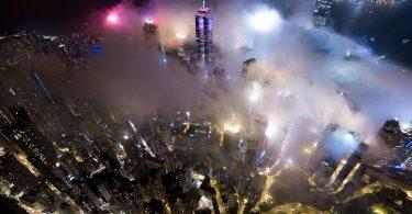 «Городской туман»: потрясающие фотографии Гонконга от Энди Йеунга