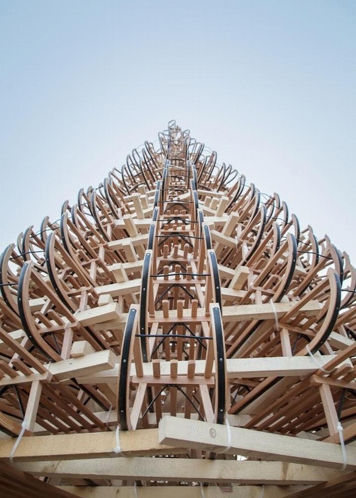 Огромная ёлка из саней от дизайнерской студии Hello Wood в Венгрии