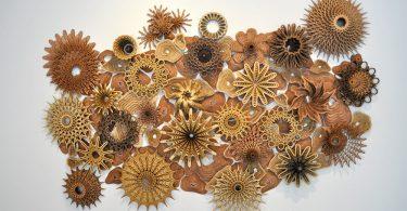 Деревянные резные скульптуры и инсталляции, имитирующие естественные и механические формы