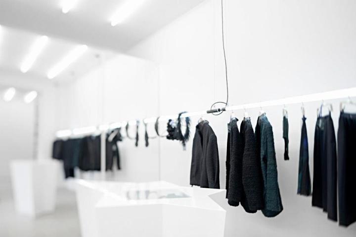 Diseño inusual de la exposición de moda masculina.