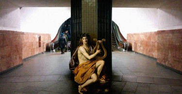Алексей Кондаков: классическое образы на фоне современной городской среды