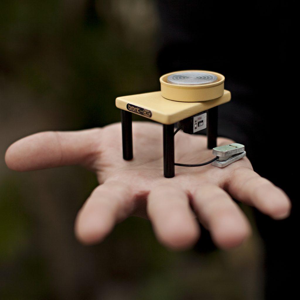 Очаровательная миниатюрная керамика от Джона Алмеды: новая коллекция