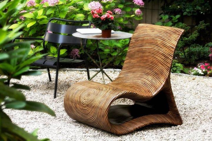 Красивое кресло для террасы или сада