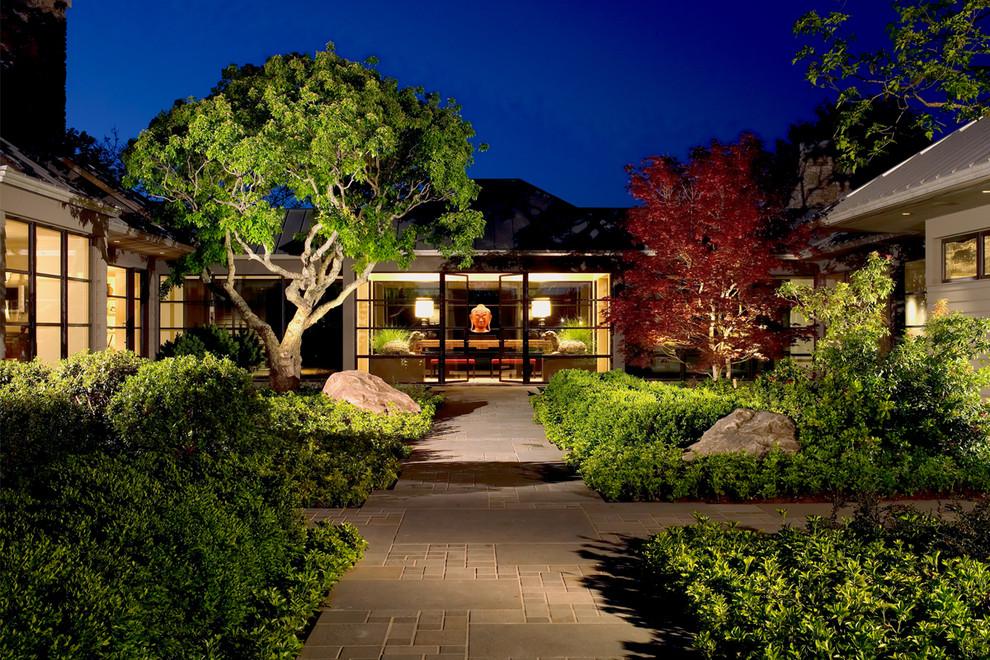 Прекрасное светодиодное освещение сада