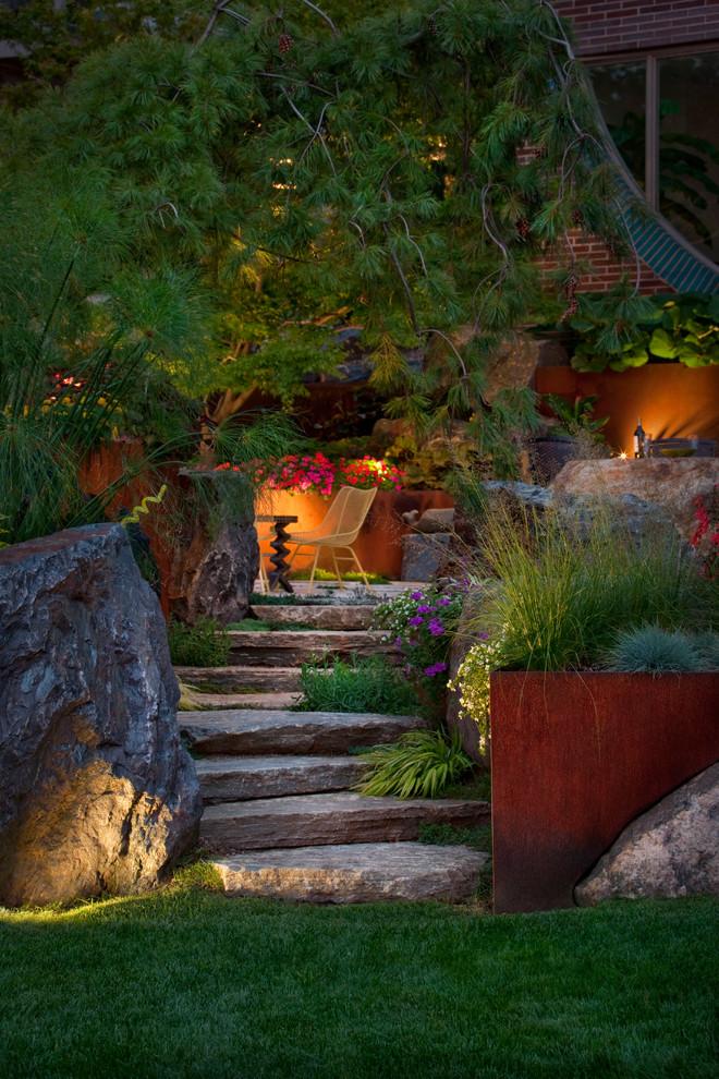 Замечательное светодиодное освещение сада