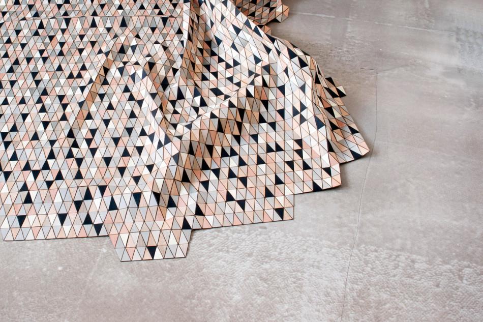 Ковёр из разноцветных деревянных треугольников