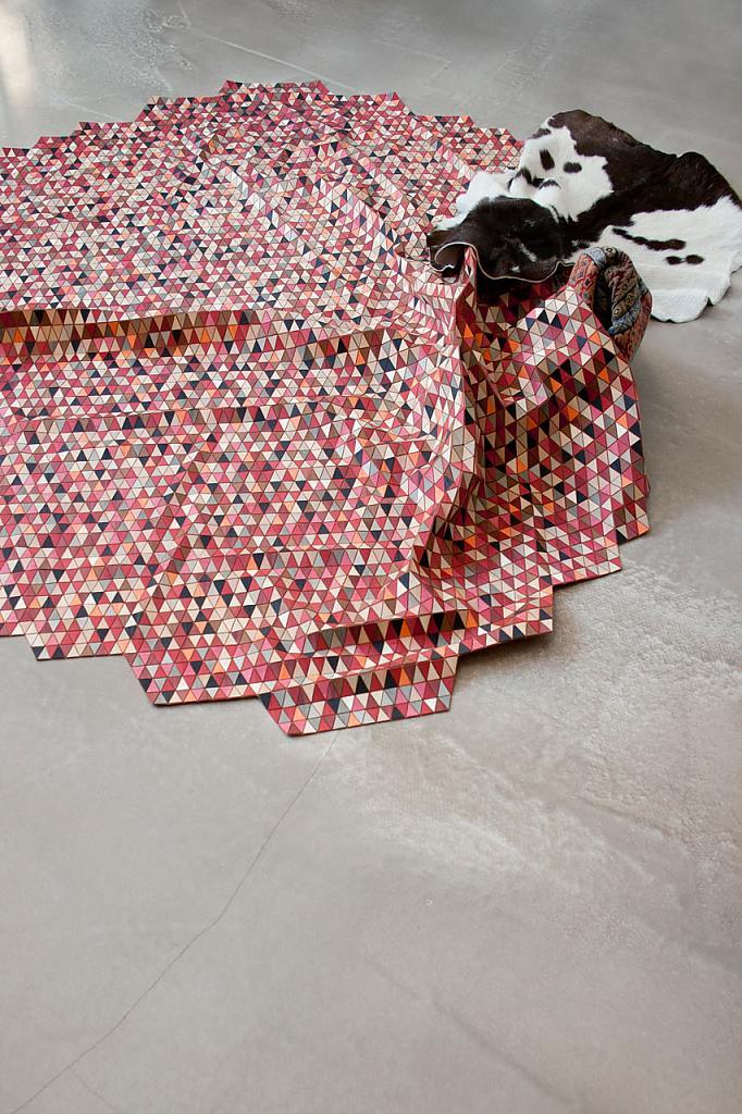 Яркие треугольники на ковре