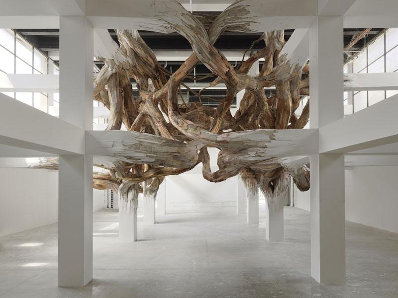 Великолепная инсталляция из дерева