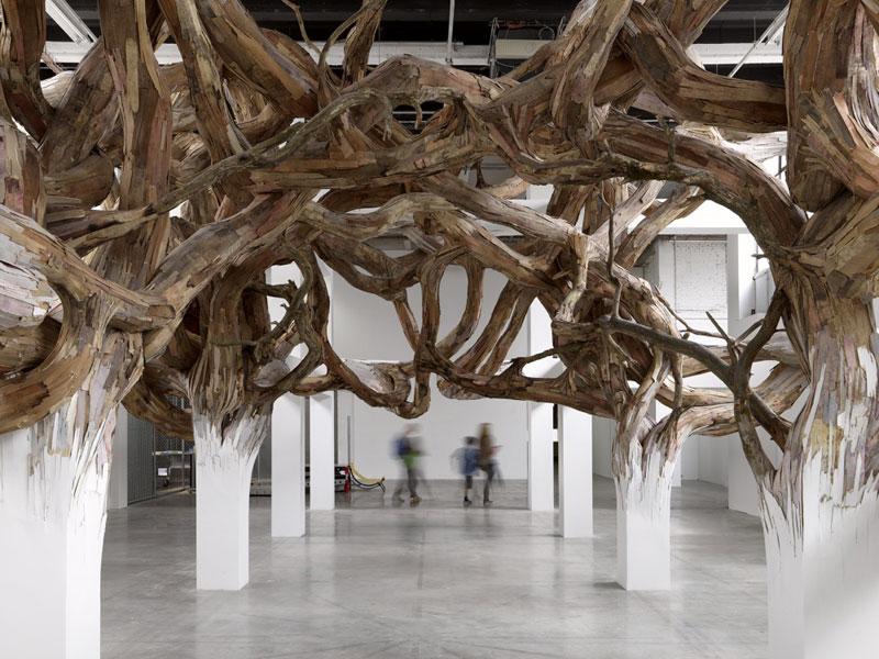 Творческая композиция с применением тонких срезов древесной коры