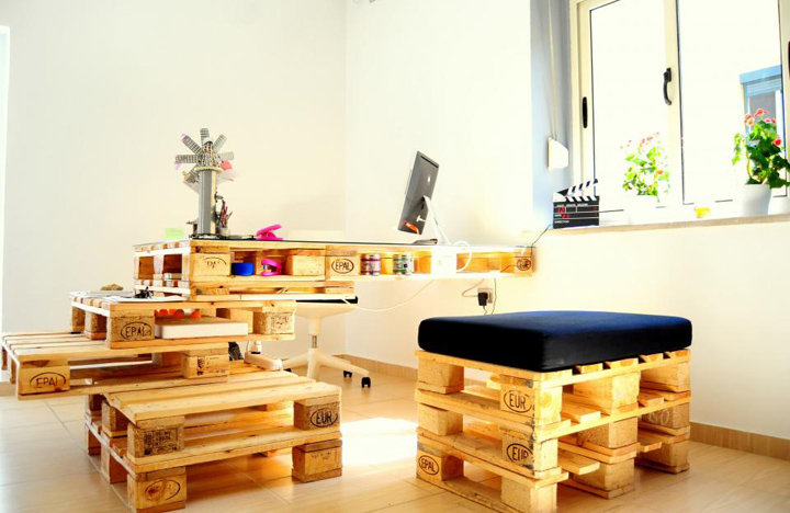 Чудесная мебель из деревянных поддонов от Anima Pictures