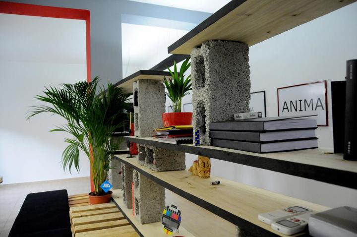 Яркая мебель из деревянных поддонов от Anima Pictures