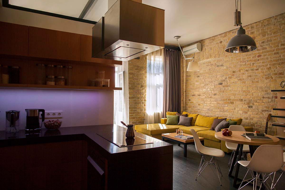 Восхитительный песочный и черный цвет в интерьере маленькой квартиры