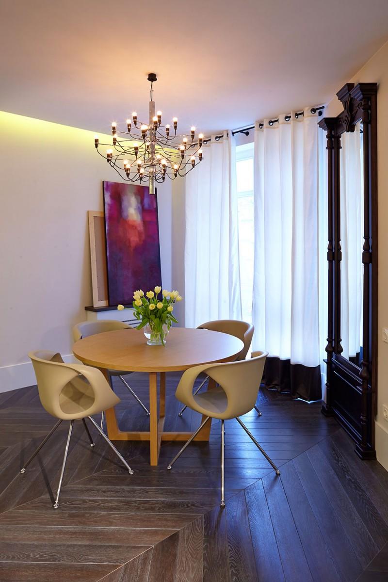 Столовая роскошных апартаментов в Киеве