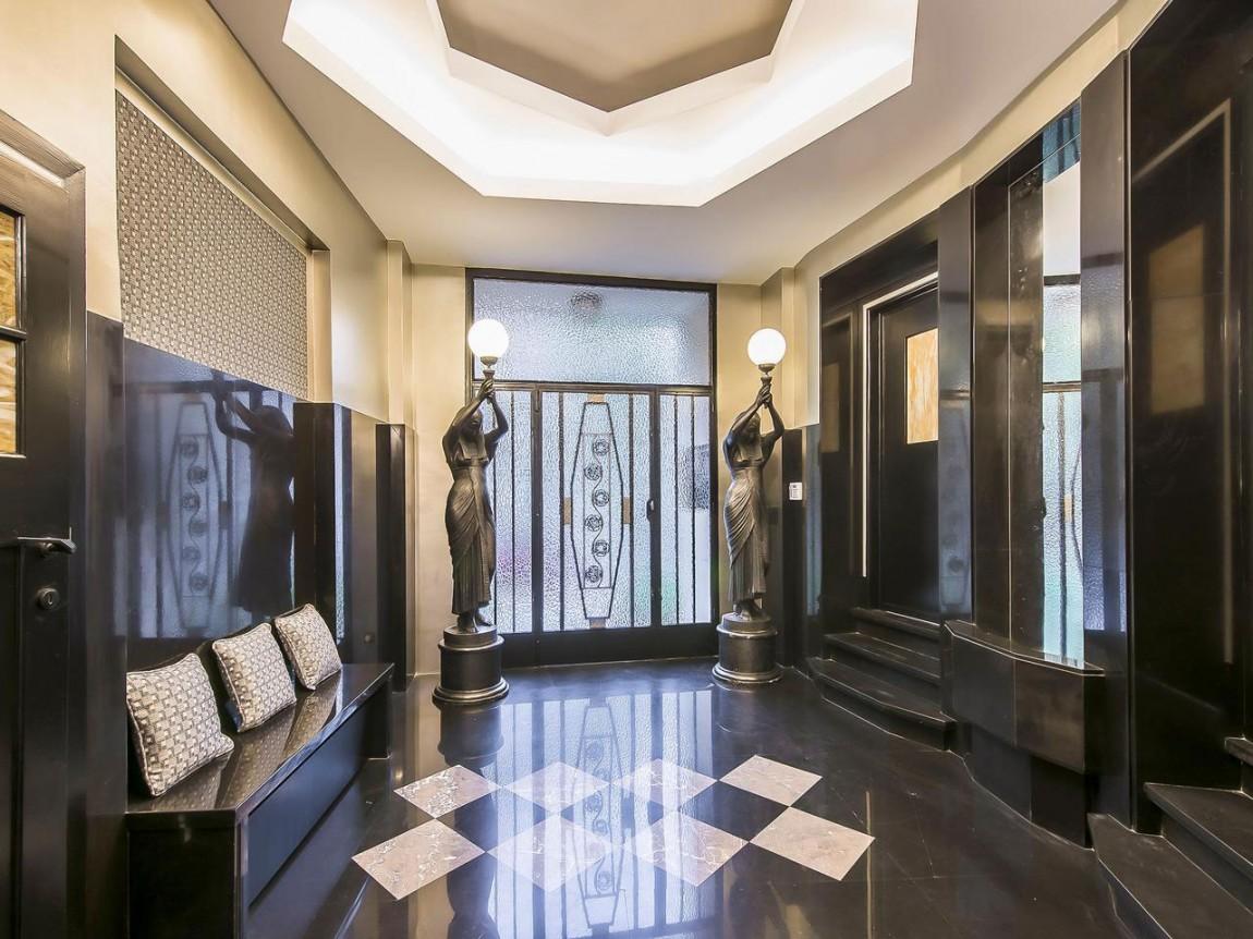 Прихожая апартаментов в стиле ар-деко