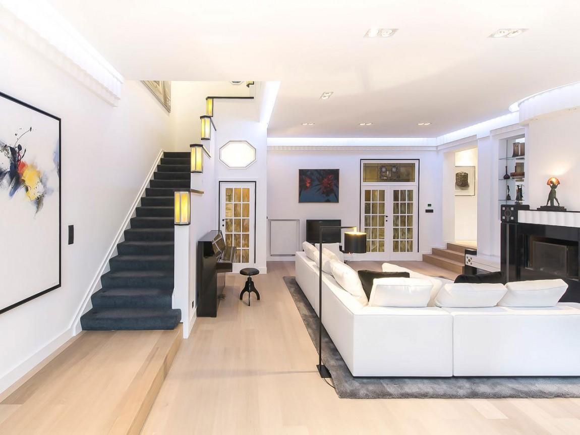 Чудесная гостиная апартаментов в стиле ар-деко