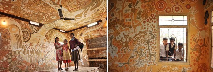Стены и потолок покрыты рисунками из золы, глины, грязи и соломы